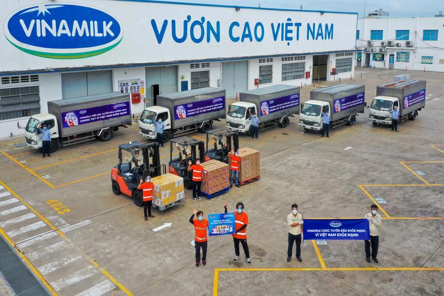 Hoạt động cung ứng hàng hóa được Vinamilk duy trì trong điều kiện giãn cách, đảm bảo sản phẩm dinh dưỡng đến với người dân.