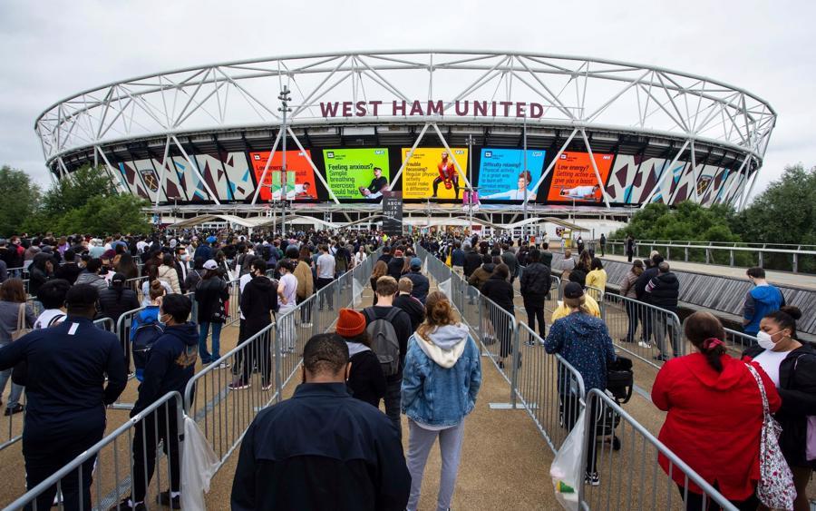 Điểm tiêm vaccine Covid-19 tại Sân vận động London - sân nhà của câu lạc bộ West Ham United - Ảnh: Telegraph