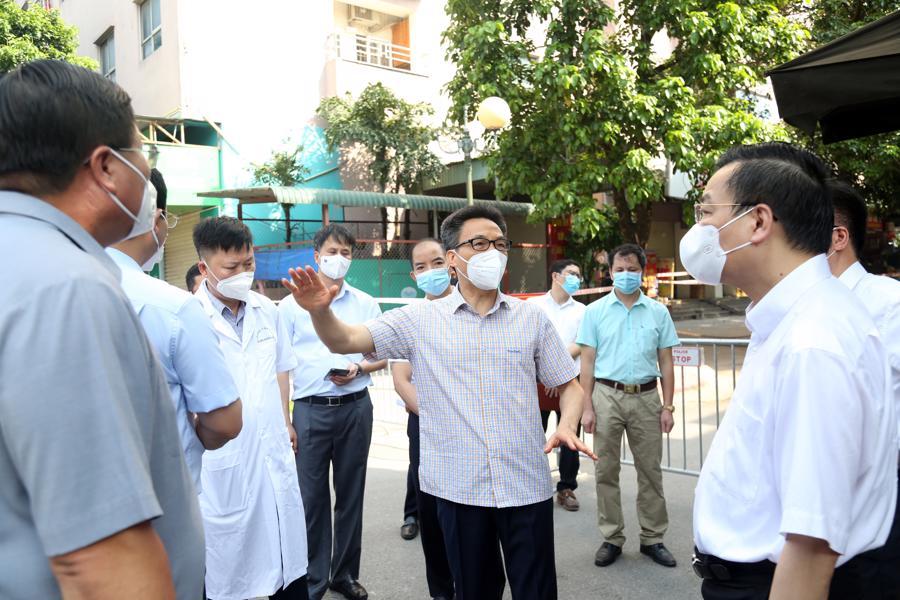 Phó Thủ tướng yêu cầu các cơ quan, doanh nghiệp thực hiện nghiêm theo quy định giãn cách của TP. Hà Nội. Ảnh - VGP.