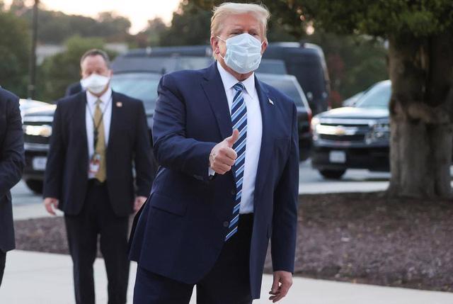 Cựu Tổng thống Mỹ Donald Trump từng điều trị Covid-19 bằng thuốcRemdesivir vào tháng 10/2020 - Ảnh: Getty Images