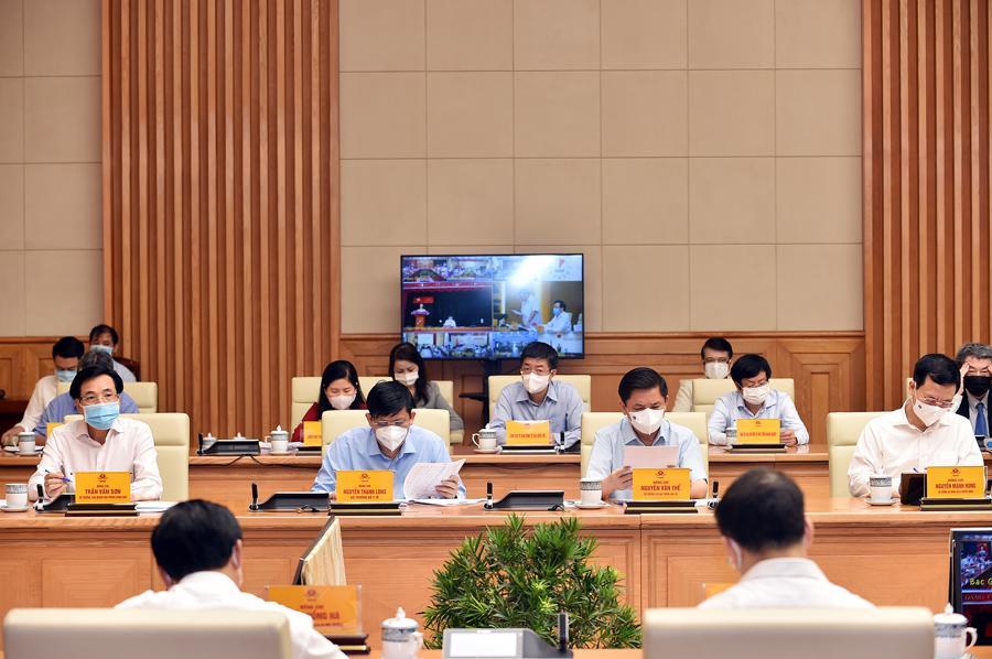 Toàn cảnh Hội nghị trực tuyến toàn quốc của Chính phủ với các doanh nhân, đại diện doanh nghiệp, các hiệp hội doanh nghiệp và bộ, ngành, địa phương .