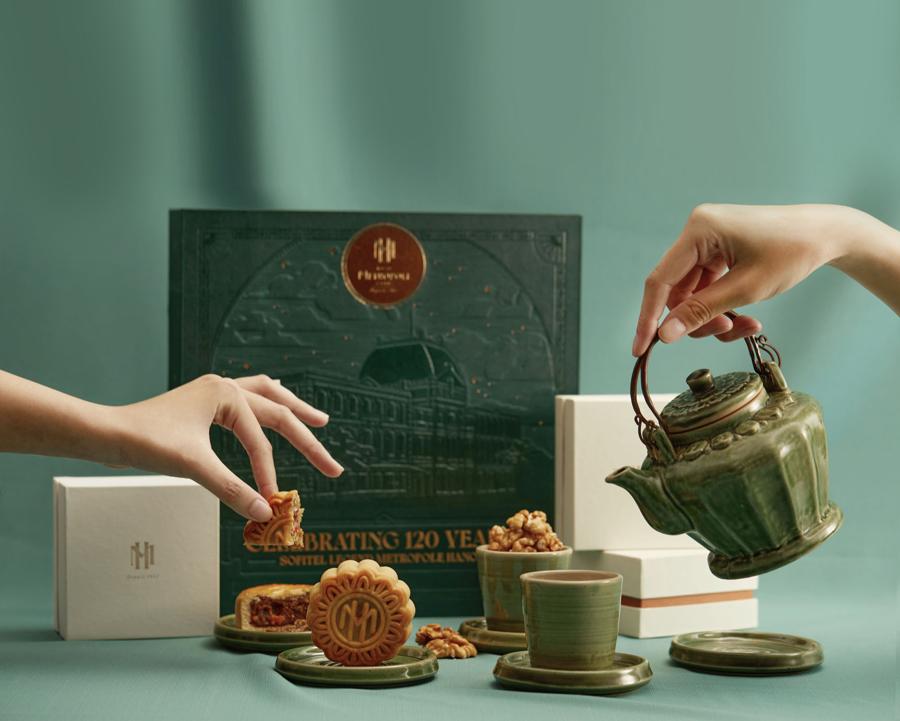 Sofitel Legend Metropole luôn tự hào về những chiếcchiếc bánh Trung thu được làm thủ công, không chất bảo quản mang hương vị truyền thống.