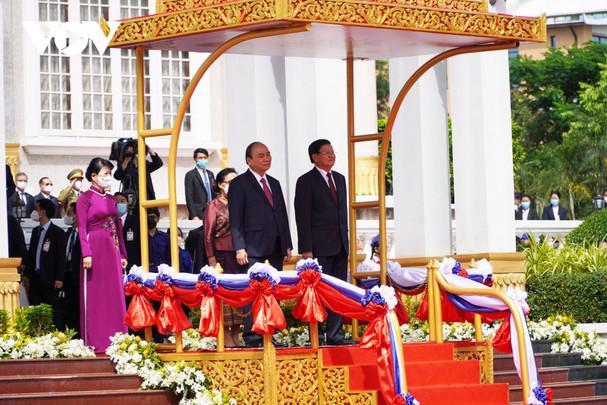 Chủ tịch nước Nguyễn Xuân Phúc thăm hữu nghị chính thức Lào - Ảnh 1