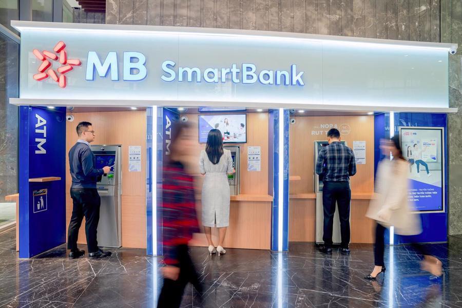 Số hoá điểm giao dịch tốt nhất Việt Nam, MB được The Asian Banker vinh danh - Ảnh 1