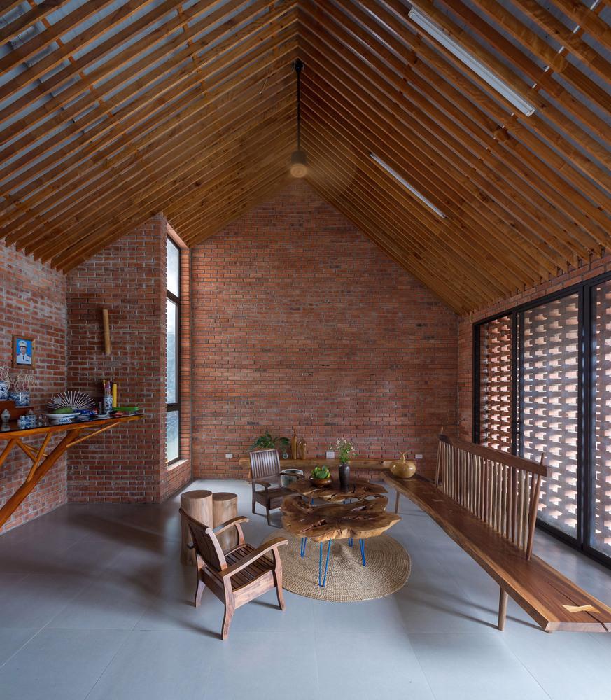 Ngôi nhà gạch độc đáo tại Sơn La được lên tạp chí nước ngoài - Ảnh 3