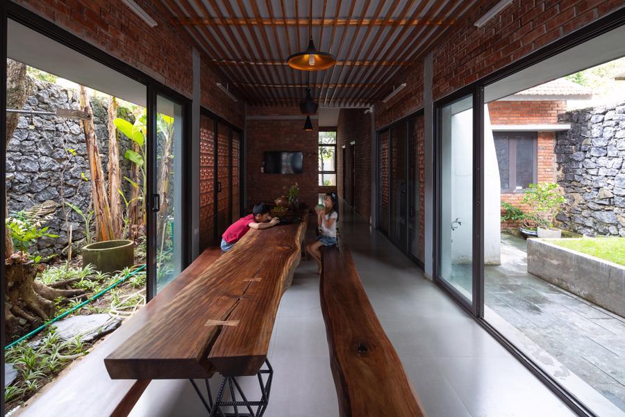 Ngôi nhà gạch độc đáo tại Sơn La được lên tạp chí nước ngoài - Ảnh 4