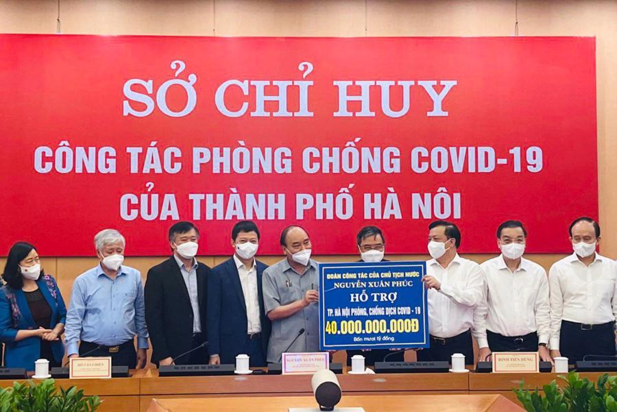 MB tham gia Đoàn công tác của Chủ tịch nước Nguyễn Xuân Phúc, hỗ trợ UBND Hà Nội, trao tặng 20 tỷ đồng góp phần cùng thủ đô trong công tác phòng, chống, đẩy lùi dịch bệnh.