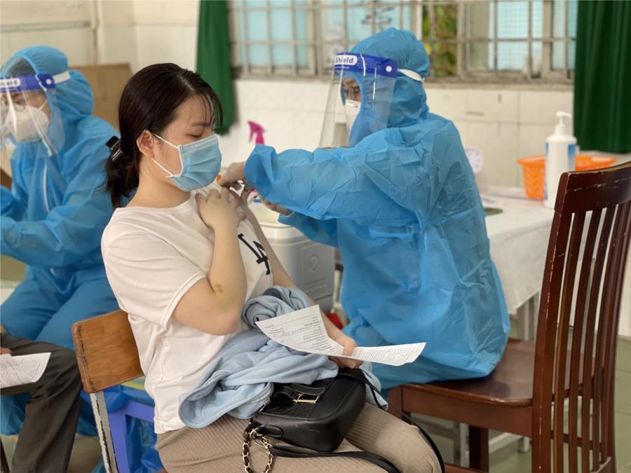 Triển khai nhiều điểm tiêm vaccine đểmở rộng tỷ lệ bao phủ vaccine cho người dân tại TP.HCM