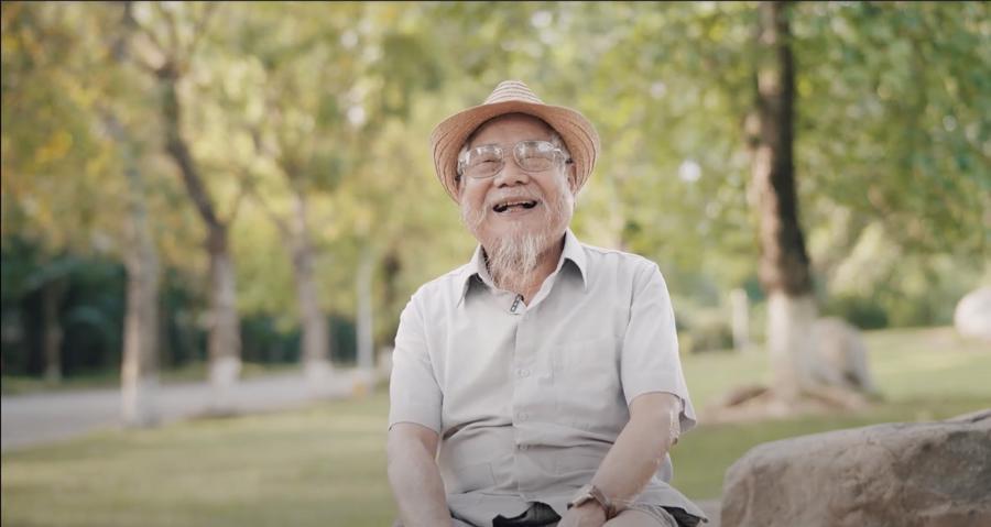 """Cụ Thân mãn nguyện khi về Ecopark ở: """"ông muốn sống ở nơi đây đến cuối đời"""". https://www.youtube.com/watch?v=53ZTncig8L0"""