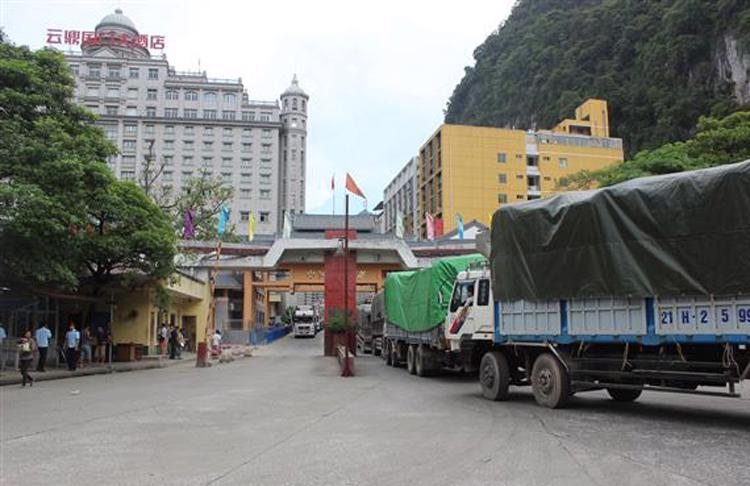 Hoạt động thông quan hàng hóa qua cửa khẩu Tân Thanh trở lại bình thường - Ảnh 1