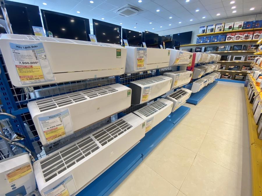 Tình trạng chung tại các doanh nghiệp làbán hàng online gặp khó khăn, trong khi ở những địa phương vẫn được mở bán thì khách vắng vẻ, ế ẩm.
