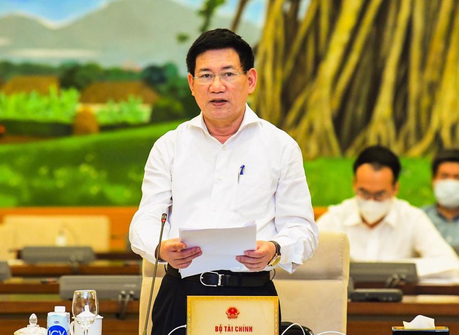 Bộ trưởng Tài chính Hồ Đức Phớc trình bày tờ trình của Chính phủ - Ảnh: VGP