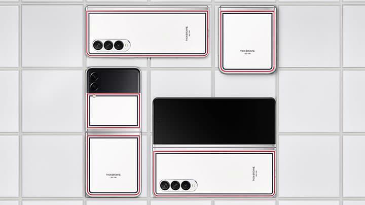 """Không mang sắc xám lạnh """"thương hiệu"""" giống như hai phiên bản cũ, năm nay Galaxy Z Series Thom Browne Edition lại mang sắc trắng mờ chủ đạo."""