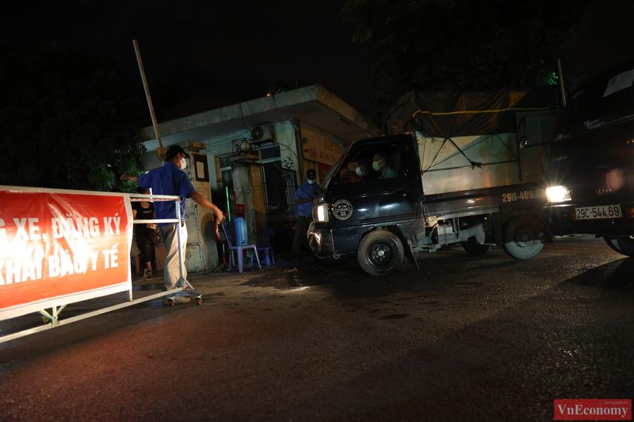 Từ 0h ngày 20/8,UBND quận Hoàng Mai đã tổ chức mở lại chợ theo phương án phòng, chống dịch Covid-19 do Trung tâm Kinh doanh chợ đầu mối phía Nam xây dựng.
