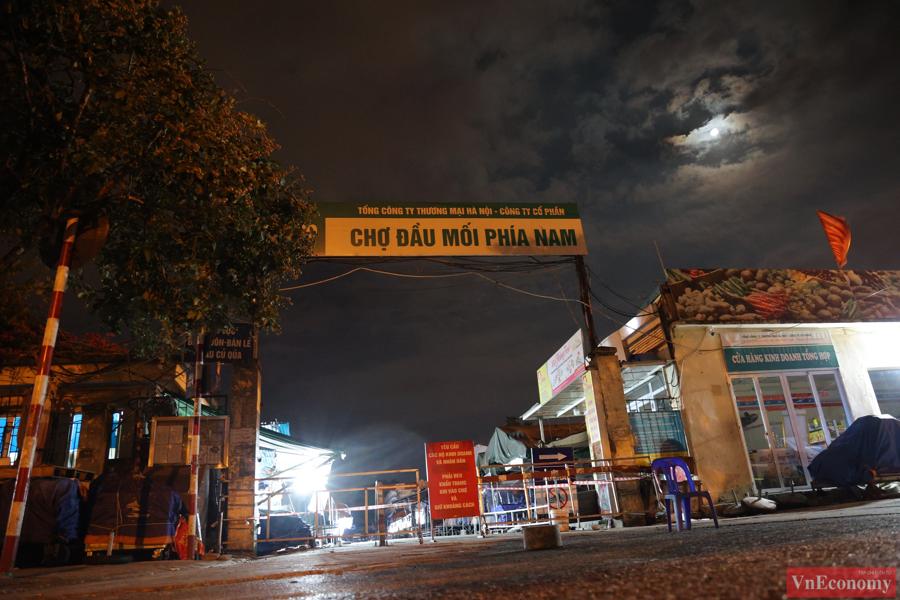 Chợ đầu mối phía Nam Hà Nội thận trọng trong ngày đầu mở cửa trở lại - Ảnh 1