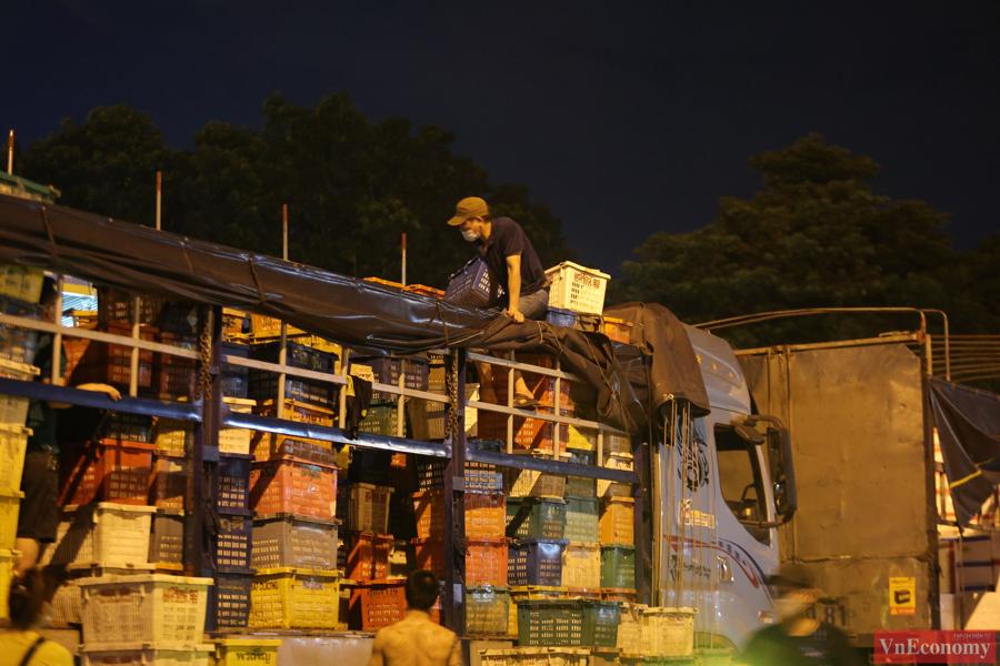 Chợ đầu mối phía Nam Hà Nội thận trọng trong ngày đầu mở cửa trở lại - Ảnh 3