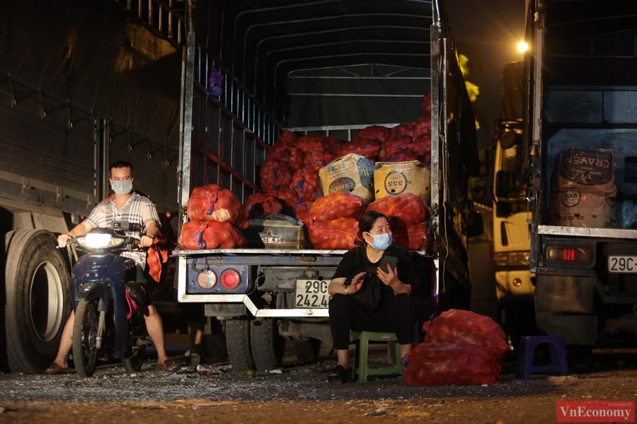 Chợ đầu mối phía Nam Hà Nội thận trọng trong ngày đầu mở cửa trở lại - Ảnh 6