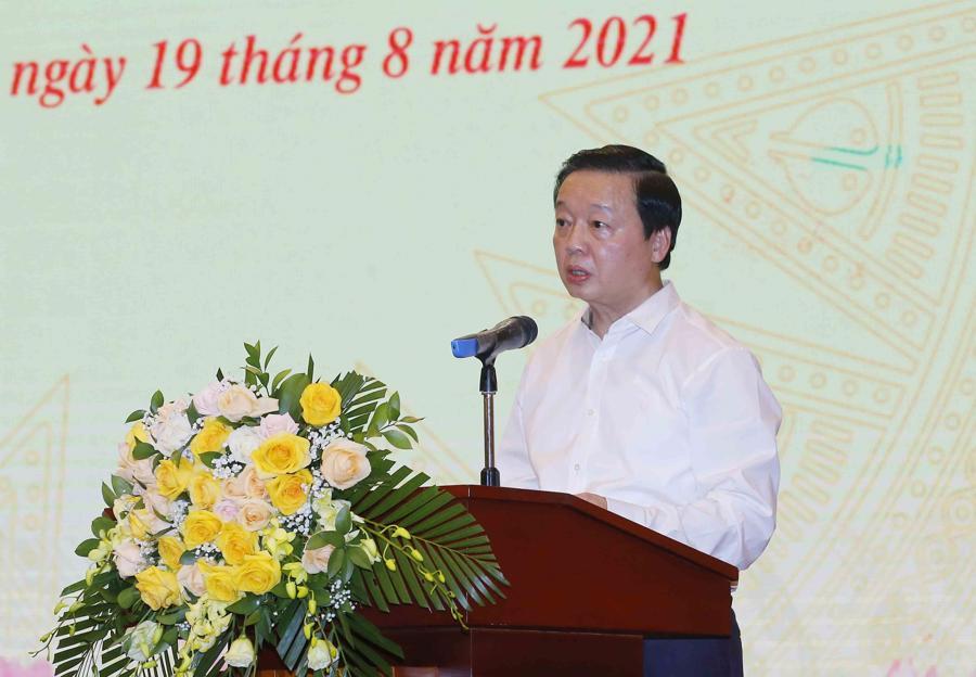 Bộ trưởng Bộ Tài nguyên và Môi trường Trần Hồng Hà báo cáo về việc triển khai xây dựng dự án Luật Đất đai (sửa đổi) - Ảnh: Quochoi.vn