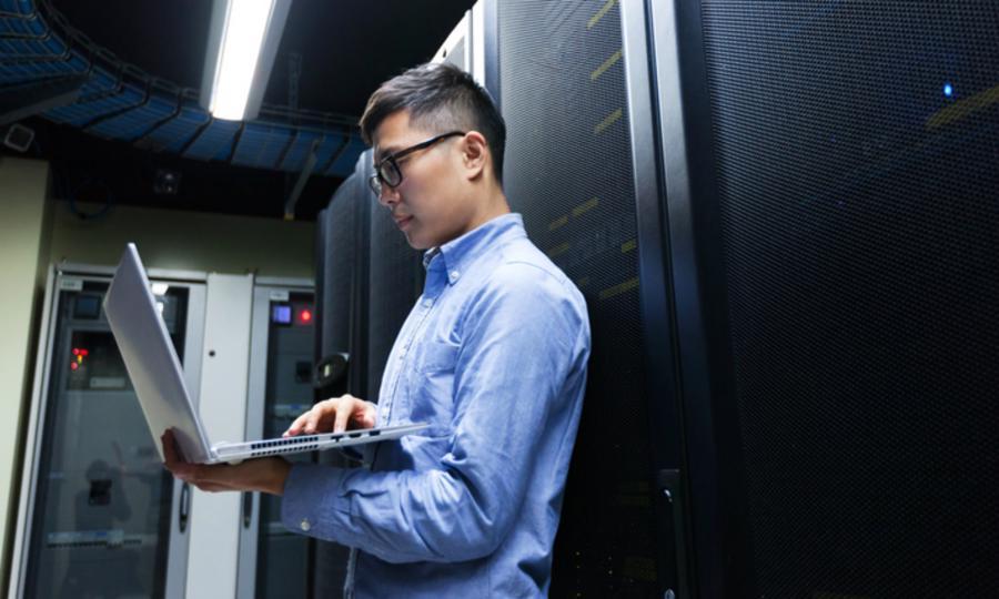 Việc thiếu hụt nguồn nhân lực công nghệ cao là một trong những thách thức mà các lĩnh vực kỹ thuật và công nghệ ở Việt Nam phải đối mặt.