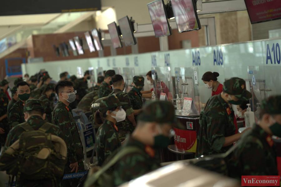 Đoàn quân y hối hả lên đường chi viện miền Nam chống dịch - Ảnh 2
