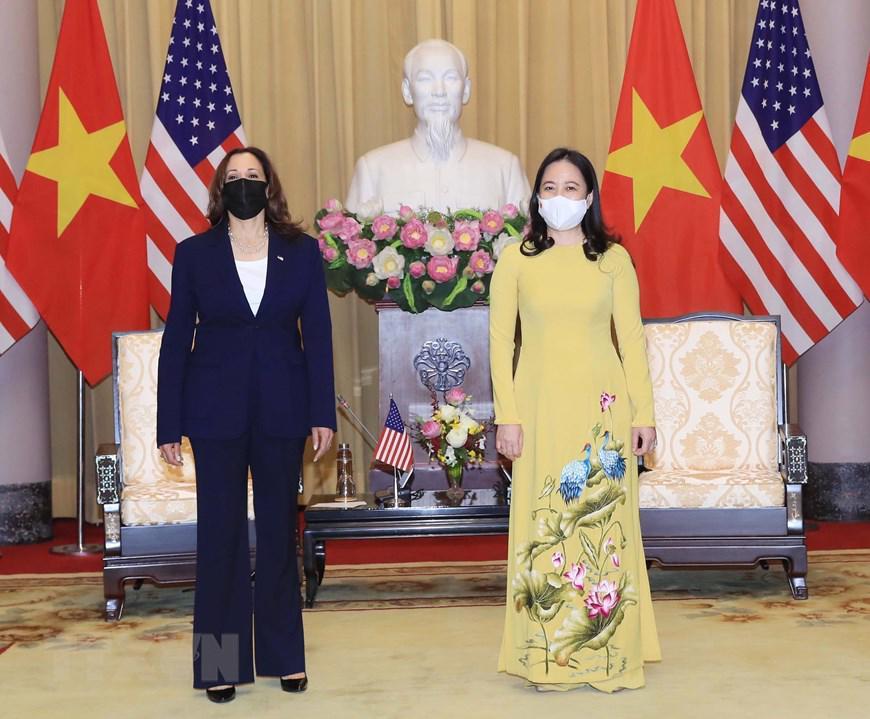 Phó Chủ tịch nước Võ Thị Ánh Xuân chủ trì lễ đón và tiếp Phó Tổng thống Mỹ thăm Việt Nam sáng 25/8- Ảnh: TTXVN