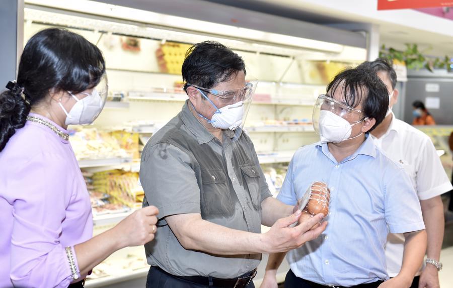 Thủ tướng thăm siêu thị Co.opXtra ở phường Hiệp Bình Chánh, thành phố Thủ Đức. Ảnh: VGP.