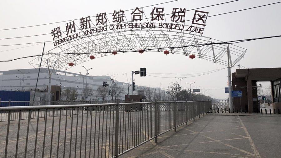"""Khu tổ hợp sản xuất của Foxconn ở Trịnh Châu được mệnh danh là """"thành phố iPhone"""" - Ảnh: SCMP"""