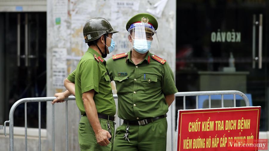 """Hà Nội lấy 8.000 mẫu xét nghiệm sau khi mở rộng phong tỏa tại """"ổ dịch"""" Giáp Bát - Ảnh 2"""