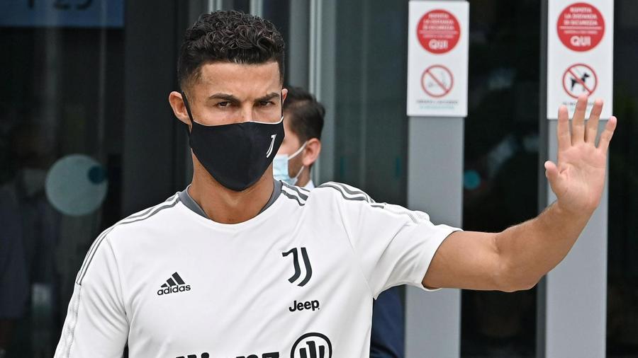 Ronaldo khiến giá cổ phiếu của M.U tăng vọt - Ảnh 4