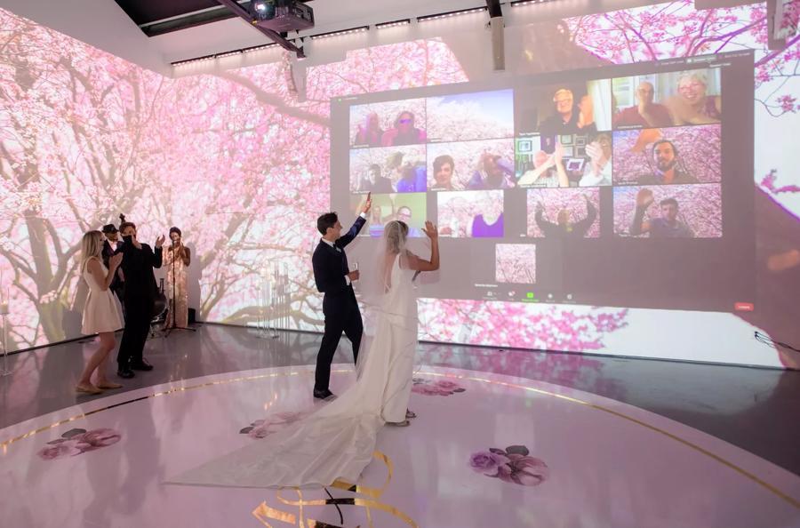 Bên cạnh chi phí, tận dụng giải pháp online là một ý tưởng hay cho các cặp đôi muốn tổ chức đám cưới trong thời điểm dịch bệnh.