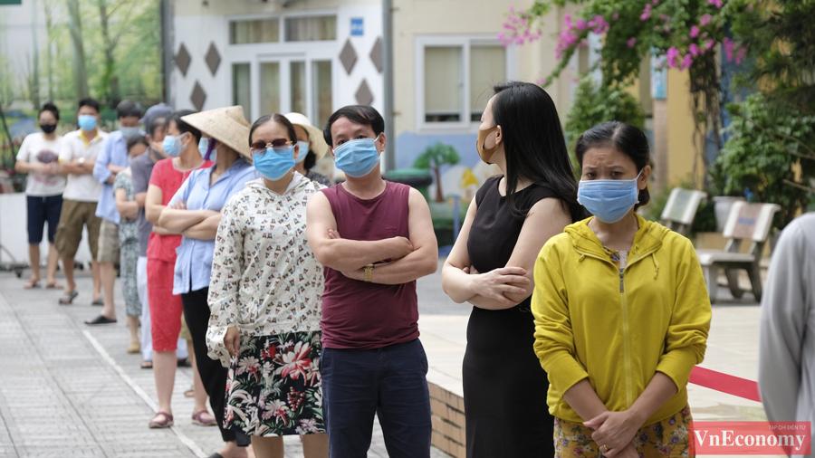 """Hà Nội lấy 8.000 mẫu xét nghiệm sau khi mở rộng phong tỏa tại """"ổ dịch"""" Giáp Bát - Ảnh 6"""