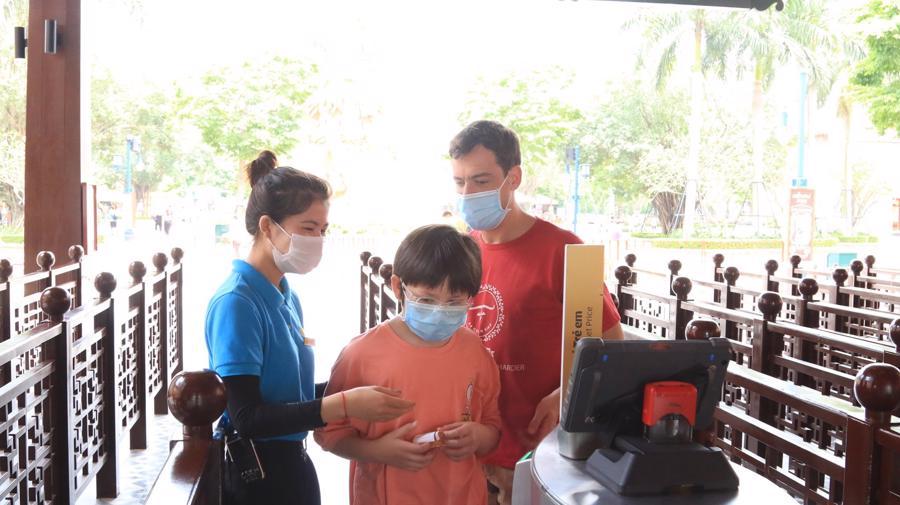 Lực lượng lao động trong ngành du lịch cũng cần được ưu tiên tiêm vaccine để có thể sẵn sàng hoạt động trở lại trong thời gian sớm nhất.