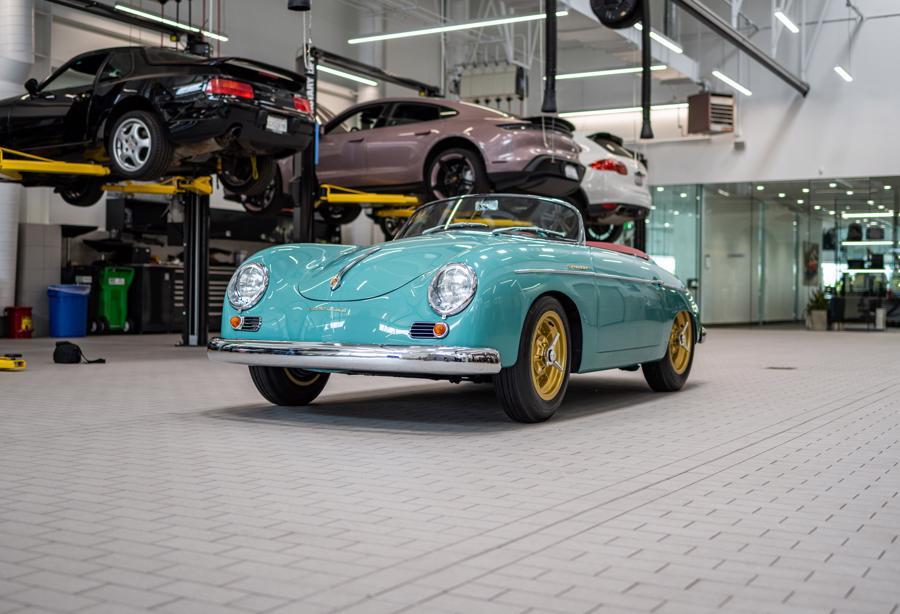 Sau khi mua lại, đại lý Porsche Santa Clarita đã tiến hành đại tu lại chiếcxe cổ 356 mui mở mới cứng đến bất ngờ.