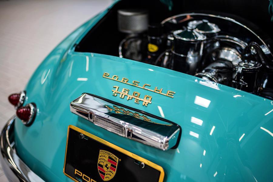 """Vẻ đẹp """"nín thở"""" của chiếc xe cổ Porsche 356 Speedster 1955 mới được phục chế - Ảnh 1"""