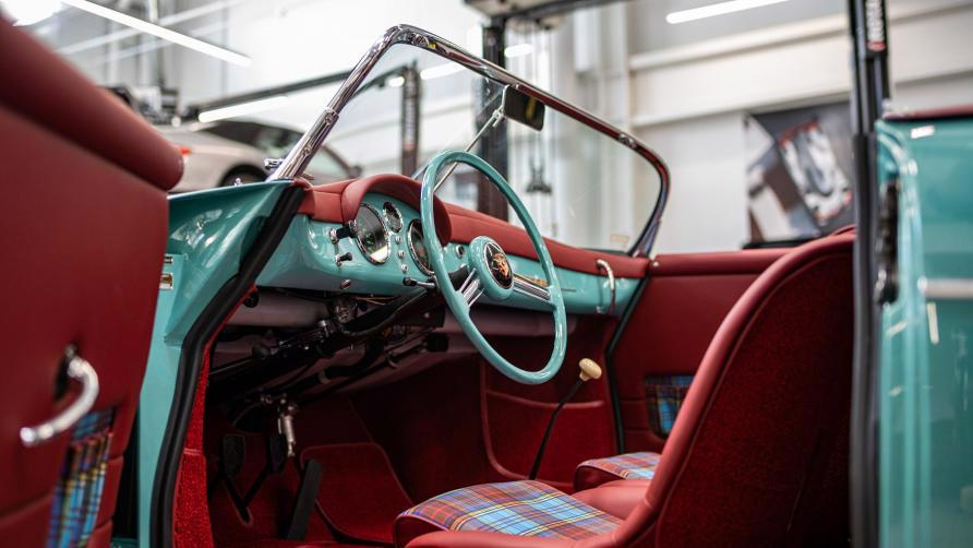 """Vẻ đẹp """"nín thở"""" của chiếc xe cổ Porsche 356 Speedster 1955 mới được phục chế - Ảnh 7"""