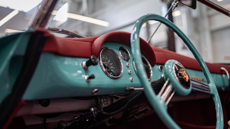 """Vẻ đẹp """"nín thở"""" của chiếc xe cổ Porsche 356 Speedster 1955 mới được phục chế - Ảnh 8"""