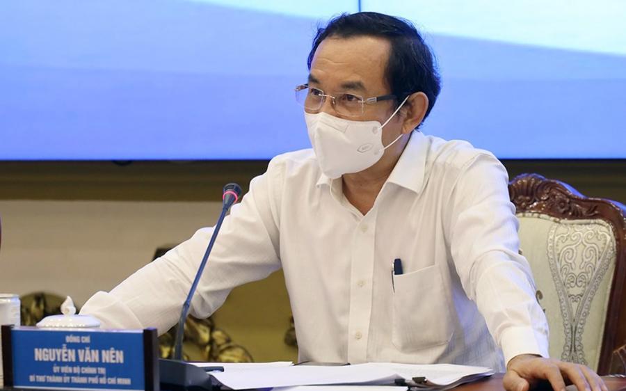 """Bí thư Thành ủy TP.HCM Nguyễn Văn Nên: """"Không thể cứ phải thực hiện Chỉ thị 16 mãi được, nhưng cũng không thể nới rộng khi chúng ta chưa đủ điều kiện. Phải đủ điều kiện cần và đủ tương đối mới có thể nới rộng các giải pháp""""."""