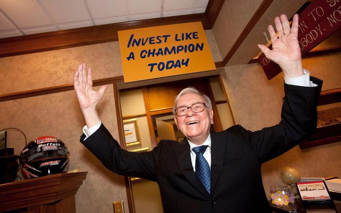Đầu tư từ năm 11 tuổi, đến nay, ông Buffett ó 80 năm kinh nghiệm - Ảnh: Getty Images