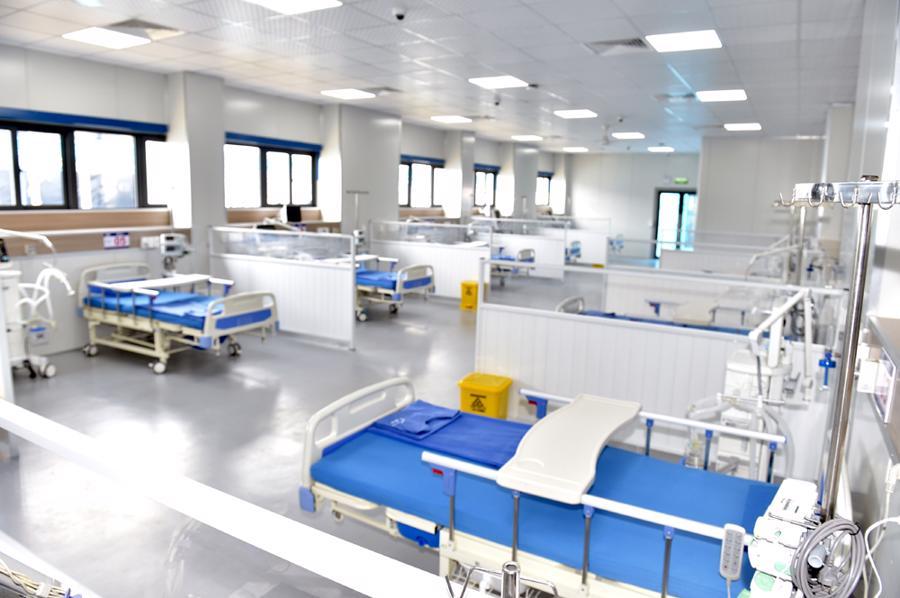 Với quy mô 500 giường bệnh, bệnh viện được thiết kế thành 19 khối nhà điều trị gồm khối VIP với 9 giường bệnh, các khối nhà 20 giường dùng để điều trị bệnh nhân nặng và nguy kịch, các khối nhà 38 giường dùng để điều trị bệnh nhân nhẹ hơn.
