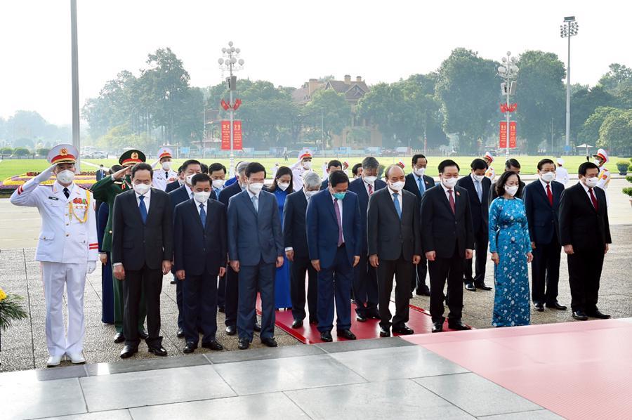 Các đồng chí lãnh đạo Đảng, Nhà nước, các đại biểu tưởng nhớ Chủ tịch Hồ Chí Minh.