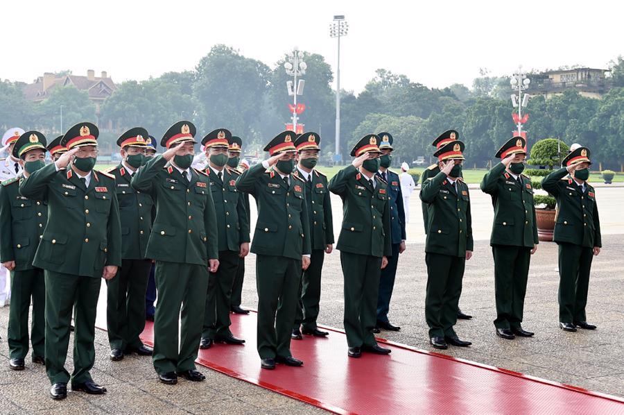 Đoàn Quân ủy Trung ương và Bộ Quốc phòng viếng Chủ tịch Hồ Chí Minh.