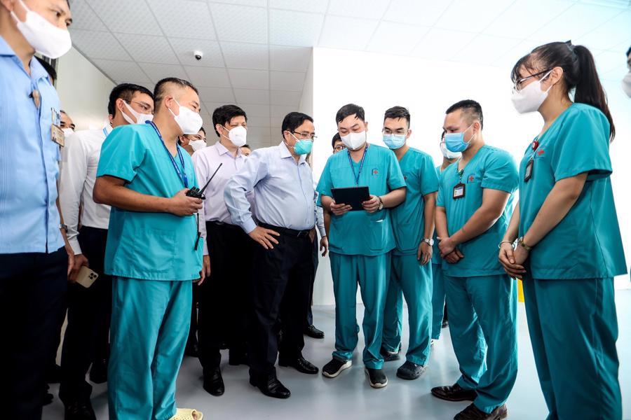Thủ tướng Chính phủ Phạm Minh Chính đã đến thăm và khai trương Bệnh viện điều trị người bệnh Covid-19 với quy mô 500 giường.