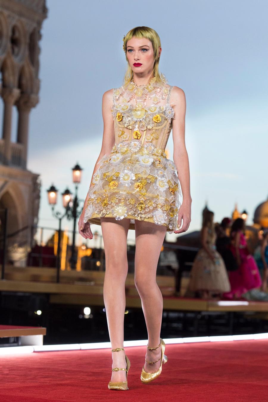 Show diễn Alta Moda của Dolce & Gabbana: Mưa đá và cầu vồng - Ảnh 19