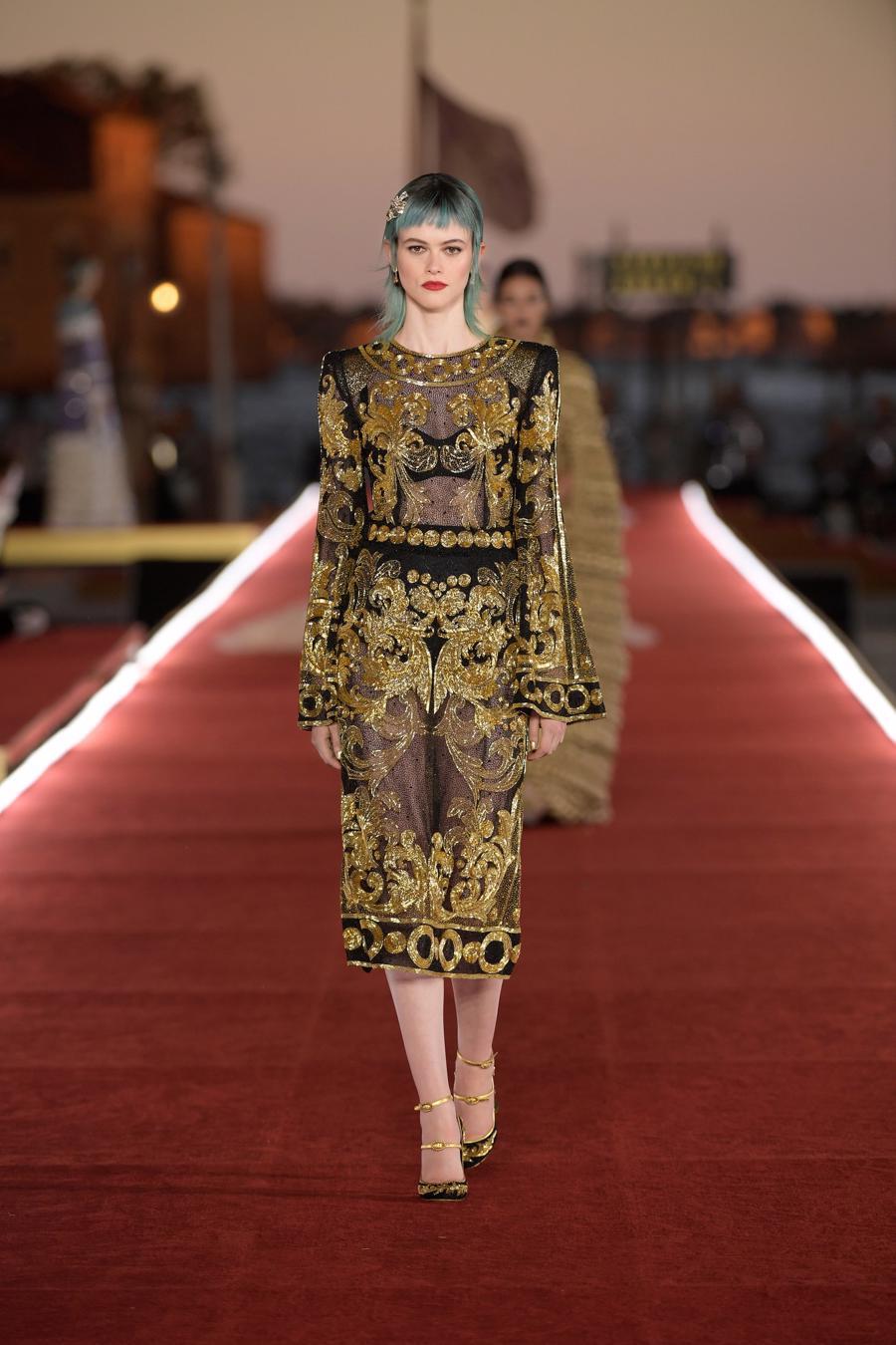Show diễn Alta Moda của Dolce & Gabbana: Mưa đá và cầu vồng - Ảnh 11