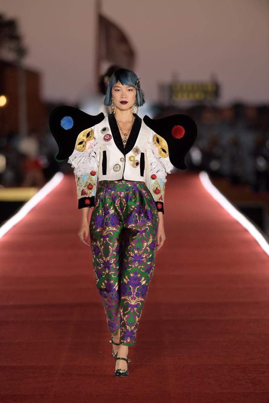 Show diễn Alta Moda của Dolce & Gabbana: Mưa đá và cầu vồng - Ảnh 10