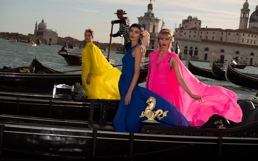 Show diễn Alta Moda của Dolce & Gabbana: Mưa đá và cầu vồng - Ảnh 1