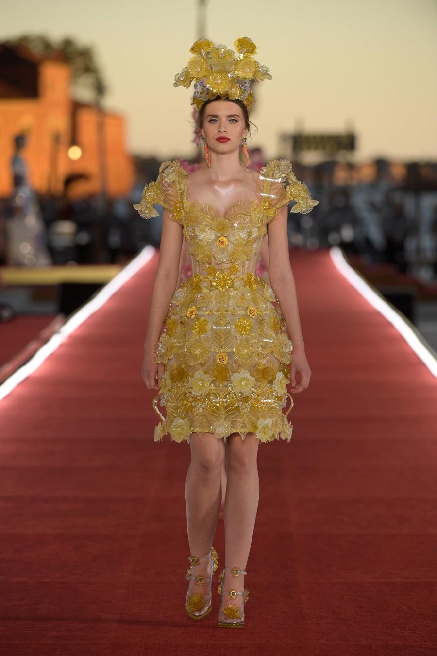 Show diễn Alta Moda của Dolce & Gabbana: Mưa đá và cầu vồng - Ảnh 8
