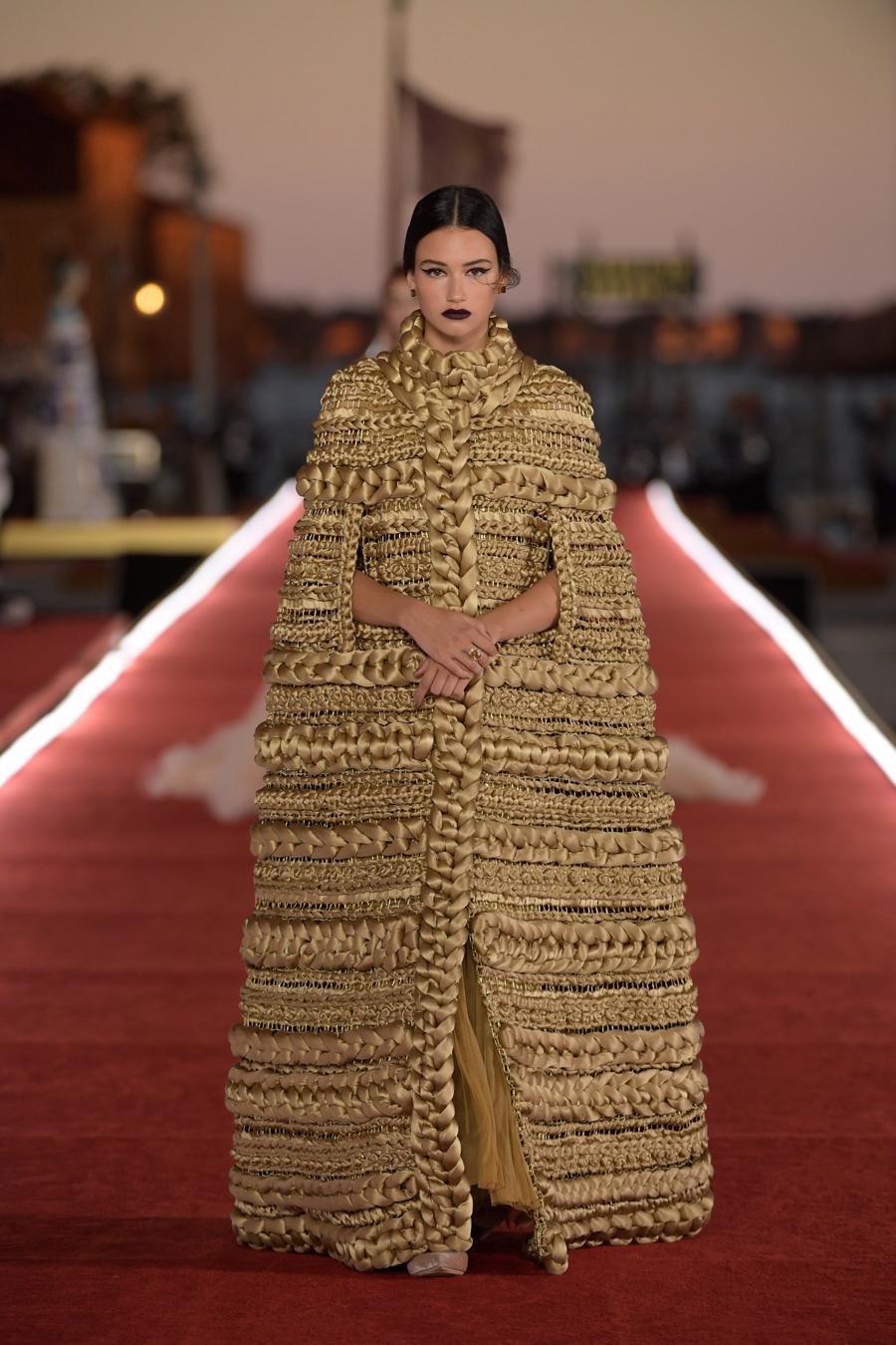 Show diễn Alta Moda của Dolce & Gabbana: Mưa đá và cầu vồng - Ảnh 6