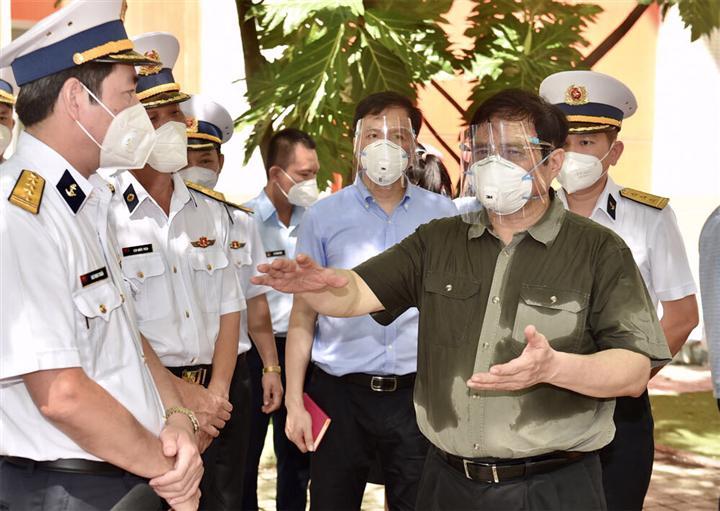 Thủ tướng đến kiểm tra khu cách ly do Tổng Công ty Tân cảng Sài Gòn quản lý đặt tại Trường Mầm non Sơn Ca, TP Thủ Đức, TP.HCM. Ảnh: VGP.