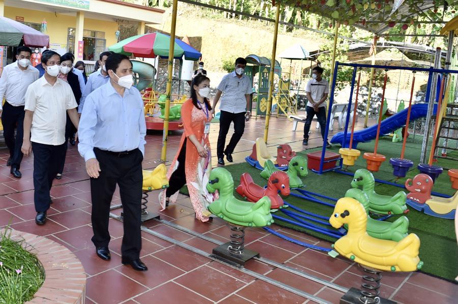 Chùm ảnh Thủ tướng thăm và làm việc tại Thái Nguyên - Ảnh 4